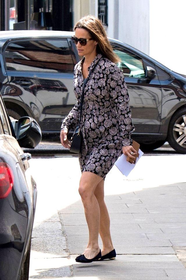 street fashion, clothing, fashion, sunglasses, footwear, dress, leg, snapshot, outerwear, eyewear,