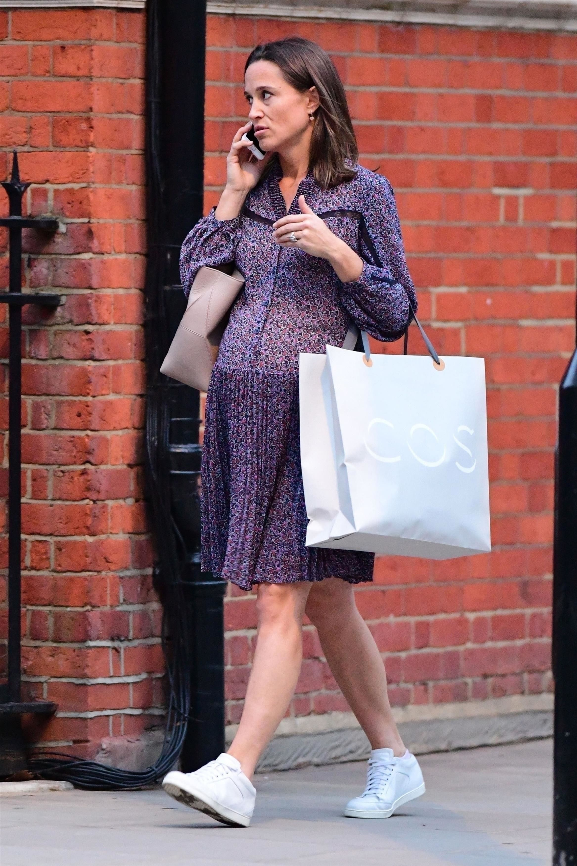 39cae708ae Pippa Middleton Got Maternity Style Right In a Pleated Lilac Dress