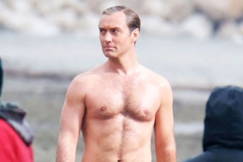 Hot Or Not Jude Law S New Pope Beach Bod Sent The Internet Into A Frenzy