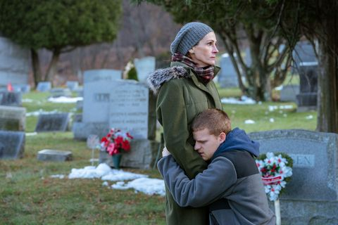 Grave, Grass, Winter, Tree, Headstone, Child, Cemetery, Plant,