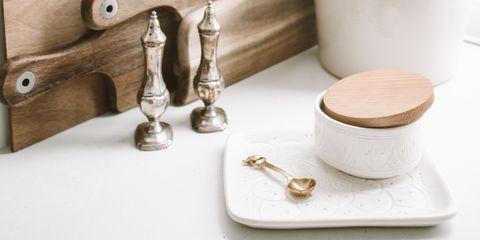 Il bicarbonato di sodio sbianca i denti: benefici e controindicazioni