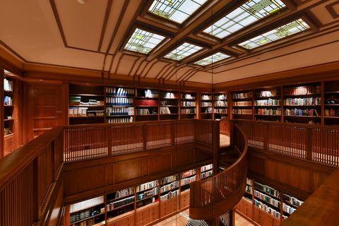 Huis met enorme bibliotheek, in Baarn