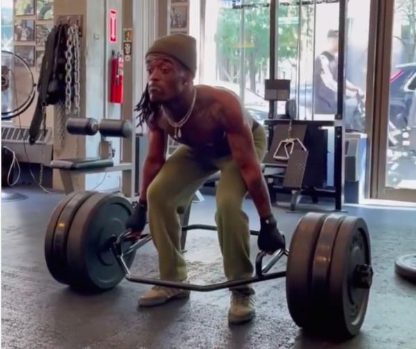 Watch Lil Uzi Vert Deadlift 260 Pounds Using a Hex Bar thumbnail