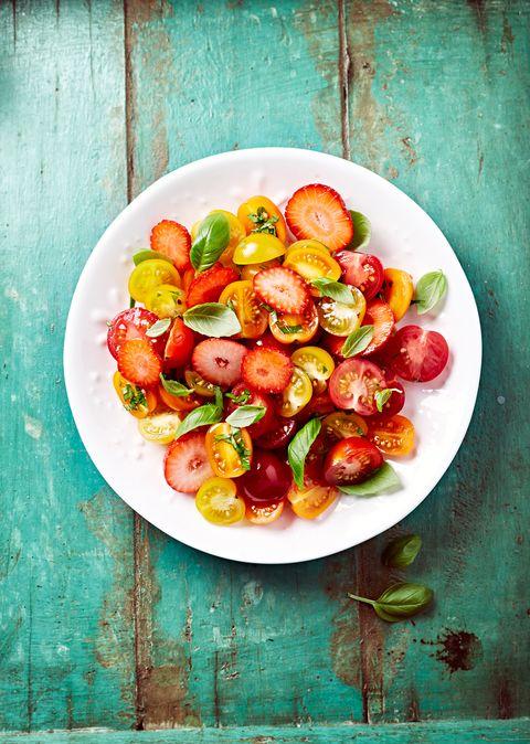 aardbei en tomatensalade