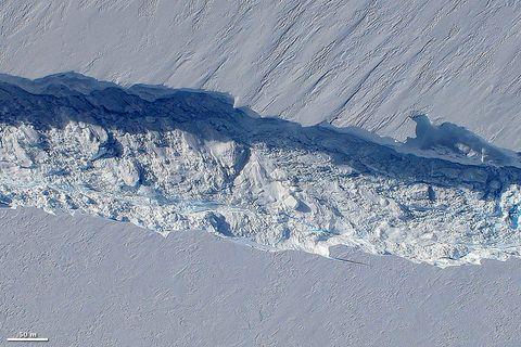 Mountainous landforms, Mountain, Geological phenomenon, Glacial landform, Mountain range, Massif, Geology, Moraine, Glacier, Sky,