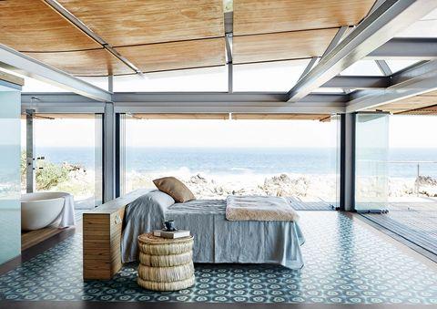 I rivestimenti per pavimenti interni sono di vari materiali e design:Brazilian Agata diFernando & Humberto Campana per Bisazza