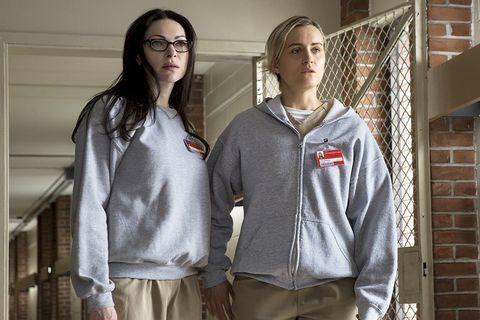 Uniform, Outerwear, T-shirt, Room, Sleeve, Shirt,