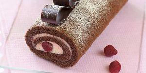 Bizcocho de chocolate con crema de fresas