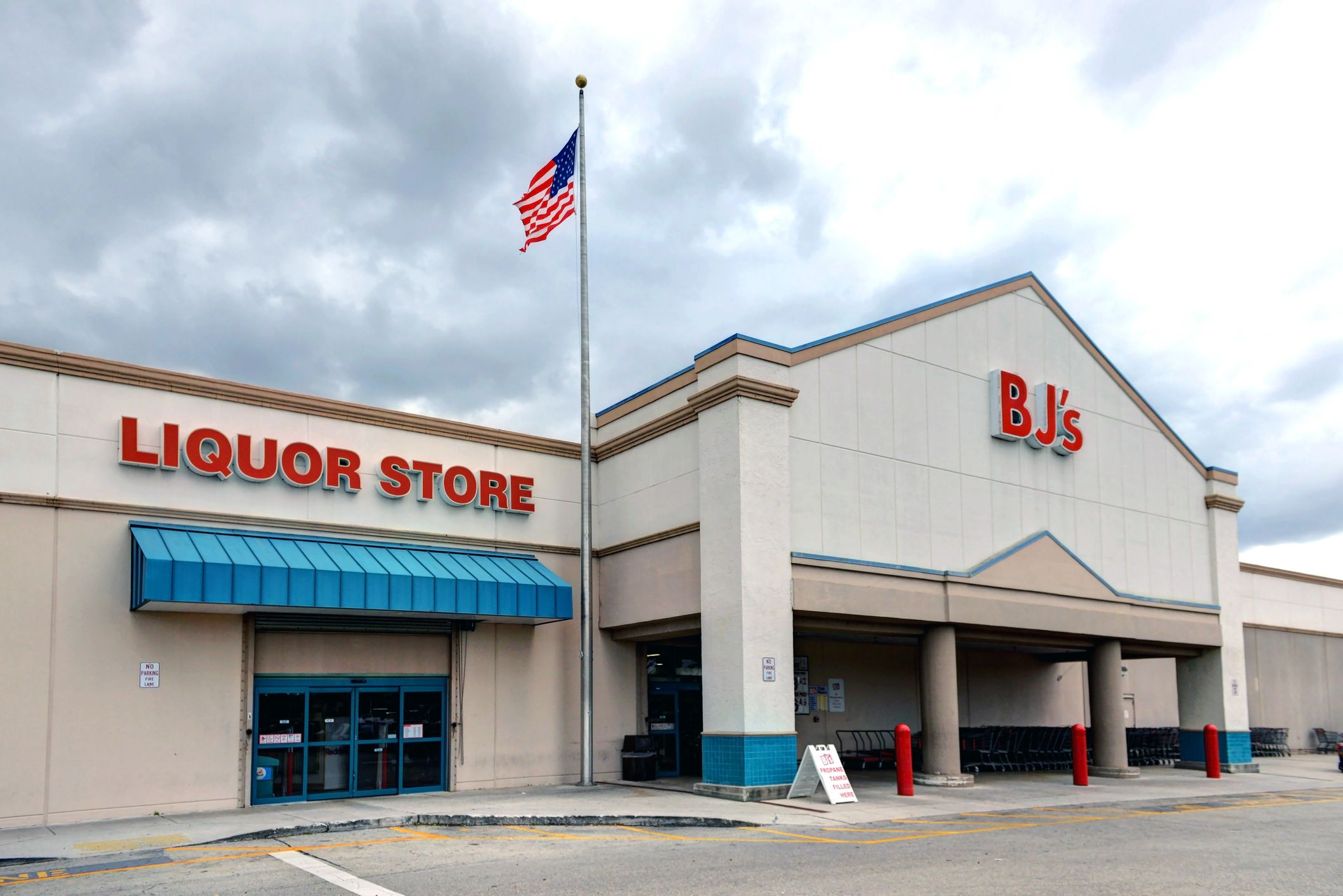 BJ's Is Offering Same-Day Delivery For Beer, Wine, And Spirits Just In Time For The Holidays
