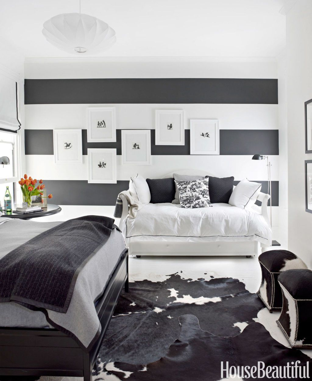 15 Beautiful Black and White Bedroom