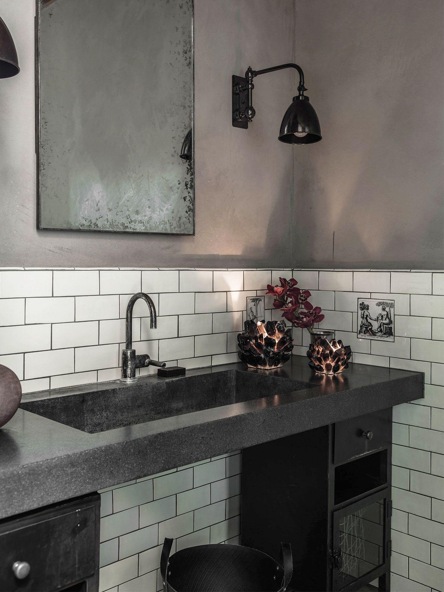 15 Chic Black Bathrooms Black And White Decorating Ideas