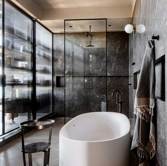 15 Chic Black Bathrooms Black And White Decorating Ideas