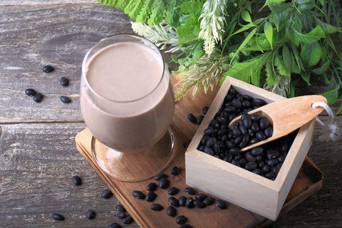 black beans and black soybean milk