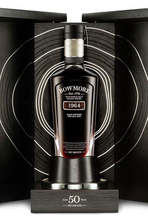 Product, Liquid, Bottle, Logo, Machine, Black-and-white, Parallel, Glass bottle, Cylinder, Label,