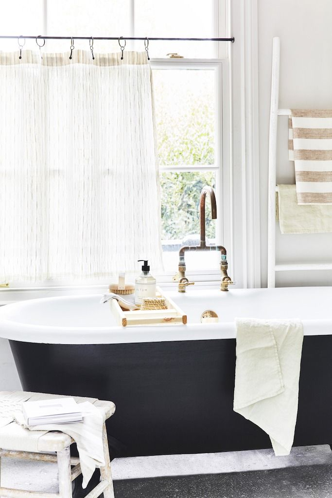 Picture of: 30 Best Clawfoot Tub Ideas For Your Bathroom Decorating With Clawfoot Faucets And Showers