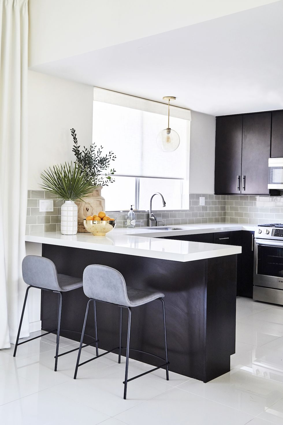 10 Modern Home Decorating Ideas That Ll Transform Any Traditional Space With Images: 10 Dramatic And Stylish Black Kitchen Ideas