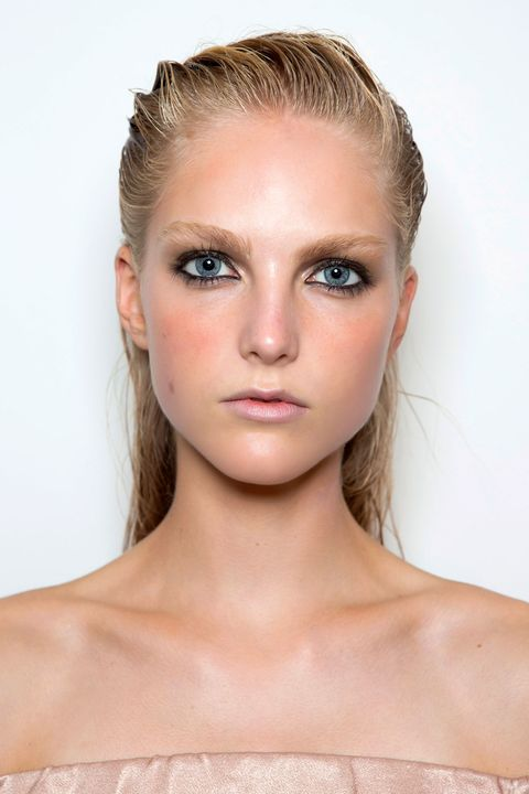 Ear, Lip, Cheek, Brown, Hairstyle, Skin, Chin, Forehead, Shoulder, Eyebrow,