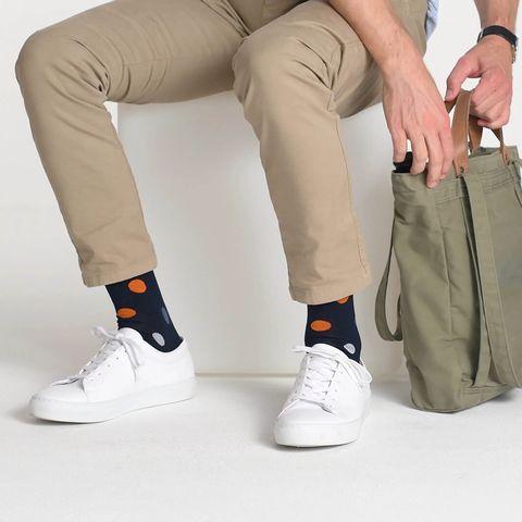 Footwear, Khaki, Leg, Beige, Shoe, Sportswear, Trousers, Ankle, Human leg, Knee,