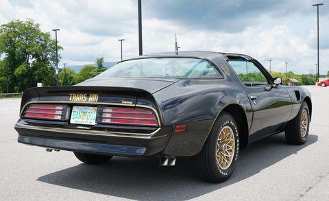 Land vehicle, Vehicle, Car, Motor vehicle, Coupé, Pony car, Automotive design, Convertible, Wheel, Sedan,