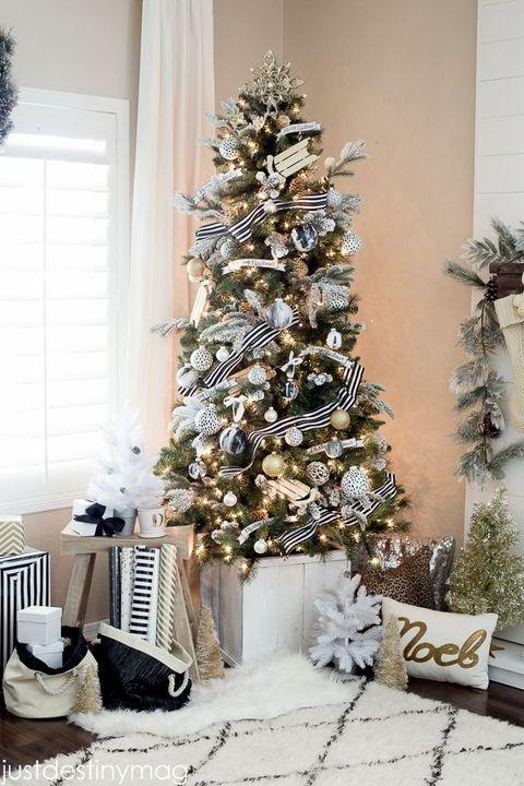 christmas tree decorations black white