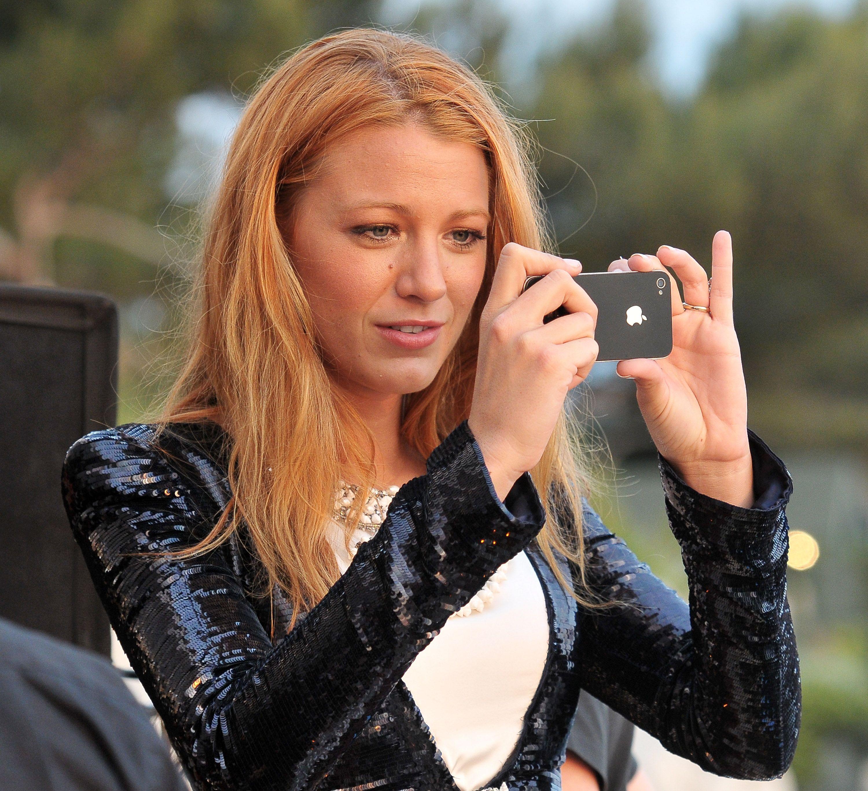 No Joke Blake Lively Sent Leonardo Dicaprio Doll Photos When They