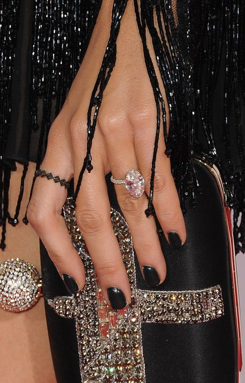 Blake Lively Wedding Ring.Hailey Baldwin S Huge Engagement Ring May Have Been Inspired By