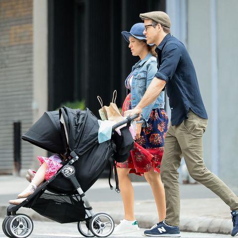 Blake Lively pregnant ryan reynolds