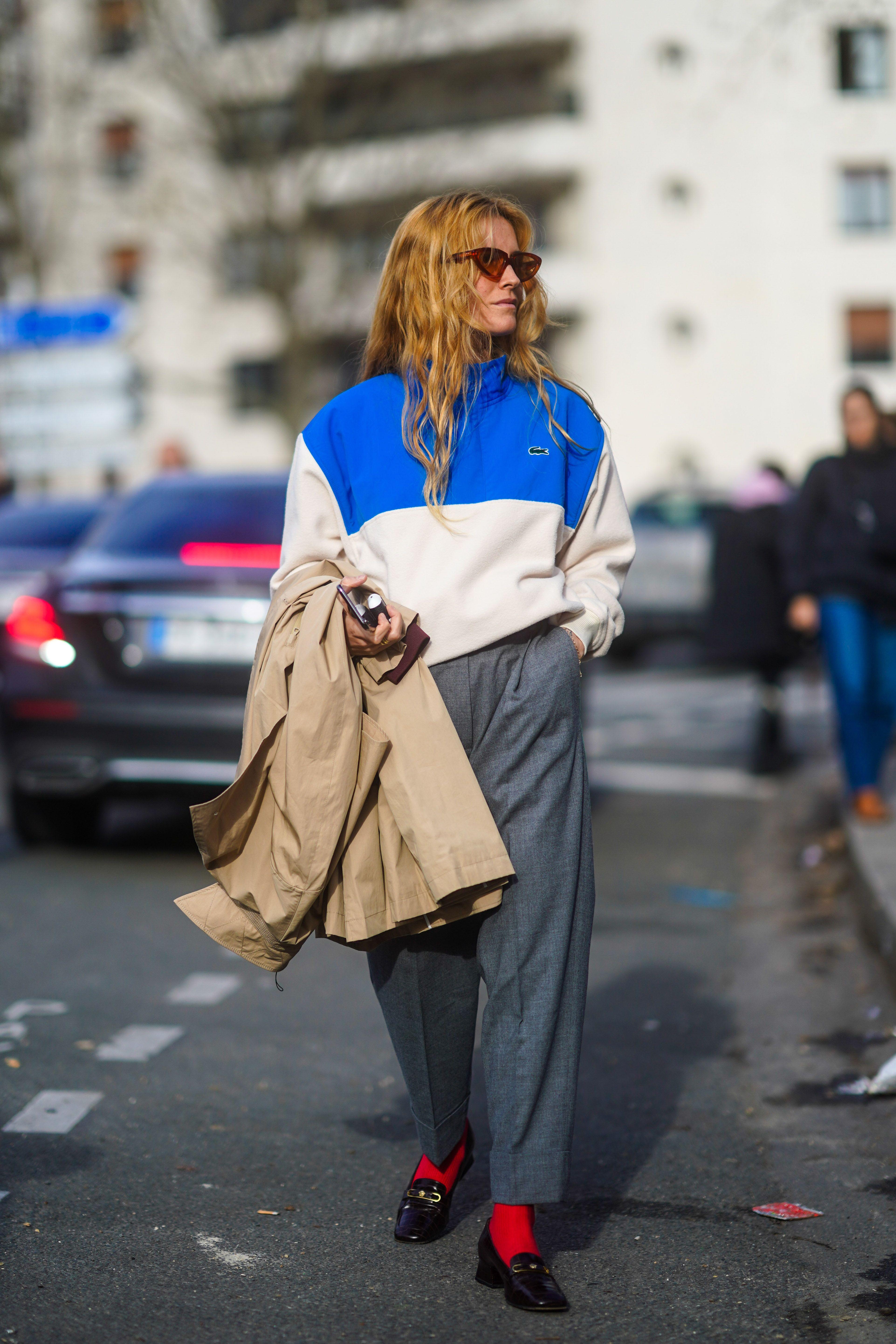 Blanca Miró confirma que la gabardina oversize es la prenda que manda esta primavera