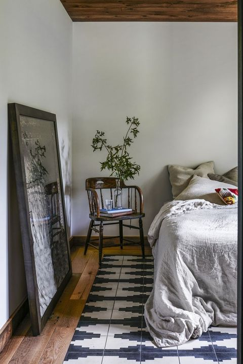How To Hang A Mirror Guide On, Can Mirror Be Placed In Front Of Bed