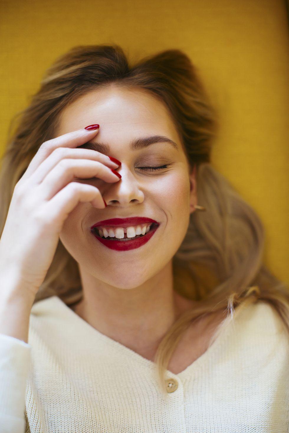 Consigue unos dientes más blancos para lucir sonrisa este verano con este kit blanqueador que arrasa en Amazon