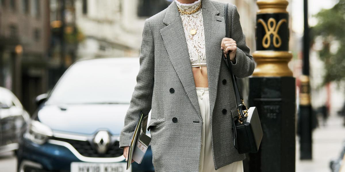 Paola Marella indossa il blazer più chic dell'autunno 2018 e in un attimo il look parigino è fatto