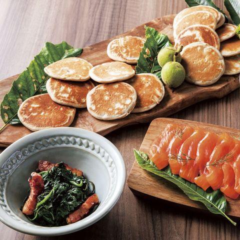 信州蕎麦粉のブリニと3種のトッピング