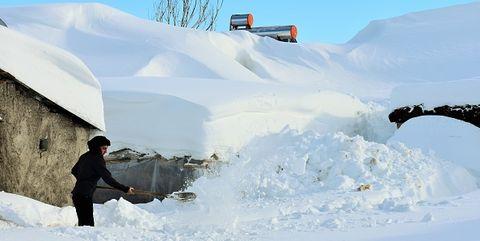 Snow, Winter, Freezing, Geological phenomenon, Ice, Arctic, Ice cap, Recreation, Glacial landform, Blizzard,