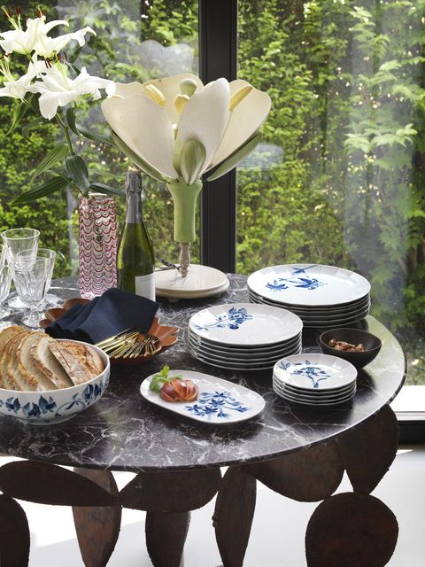 Table, Dishware, Tablecloth, Porcelain, Meal, Tableware, Brunch, Plate, Furniture, Blue and white porcelain,