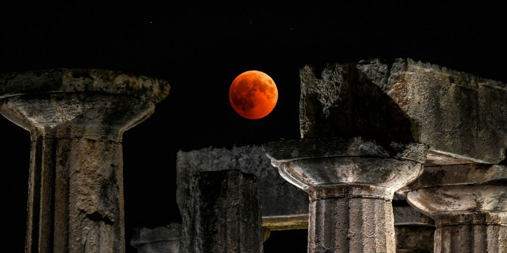 8 stunning images of last night's blood moon from all over the world