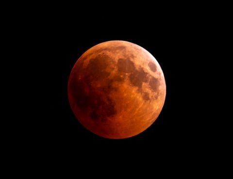 睽違24年超夢幻巨大滿月!傳說中的「紅色月亮」現身,5月「這天」錯過要等到2033年!