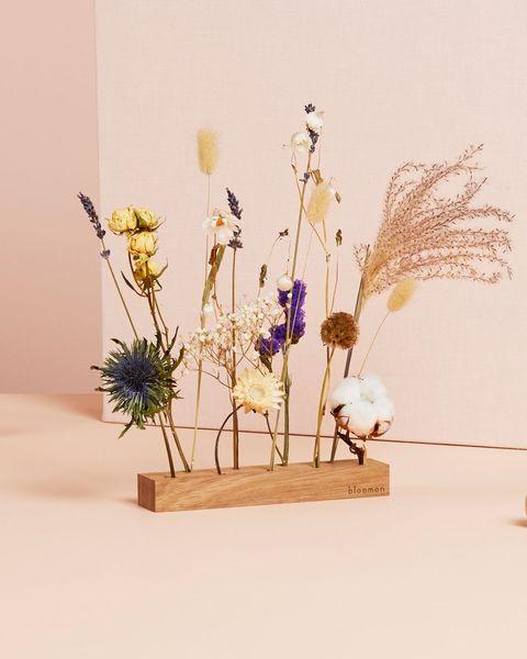 Houtenplank met bloemen