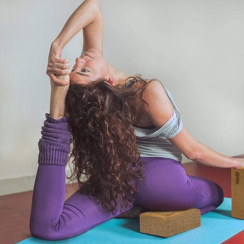 Bloque de corcho para practicar yoga