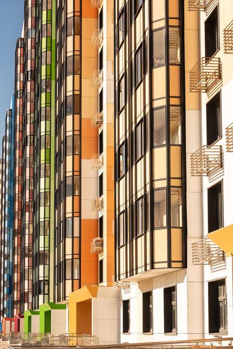 bloque de viviendas donde la competencia es alta y el precio baja