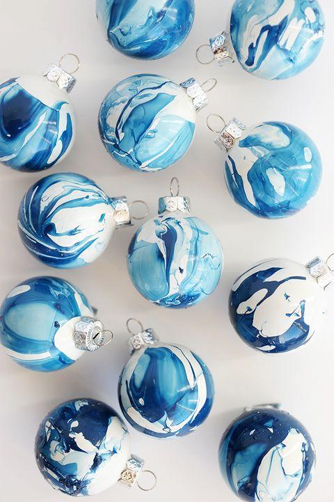 blue christmas decor ideas marbled ornaments