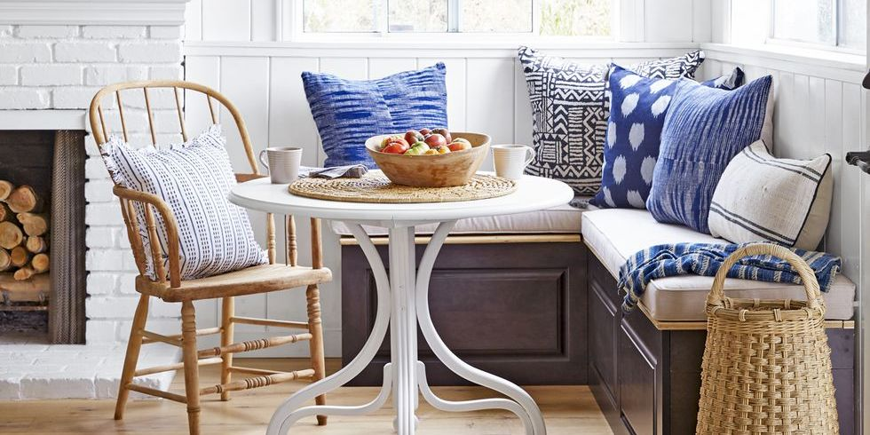 banquette bench seatting with hanglam decoration | 19 Kitchen Banquette Ideas - Banquette Seating Ideas for ...