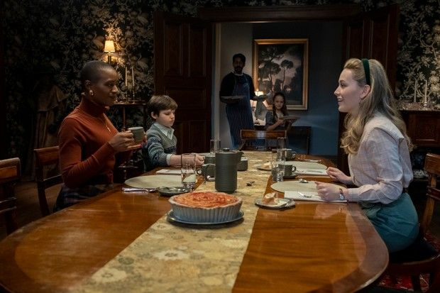 the haunting of bly manor l to r t'nia miller as hannah, benjamin evan ainsworth as miles, rahul kohli as owen, amelie smith as flora, and victoria pedretti as dani in episode 101 of the haunting of bly manor cr eike schroternetflix © 2020
