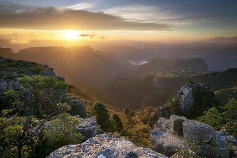 Mountainous landforms, Sky, Mountain, Nature, Atmospheric phenomenon, Vegetation, Ridge, Cloud, Hill, Wilderness,