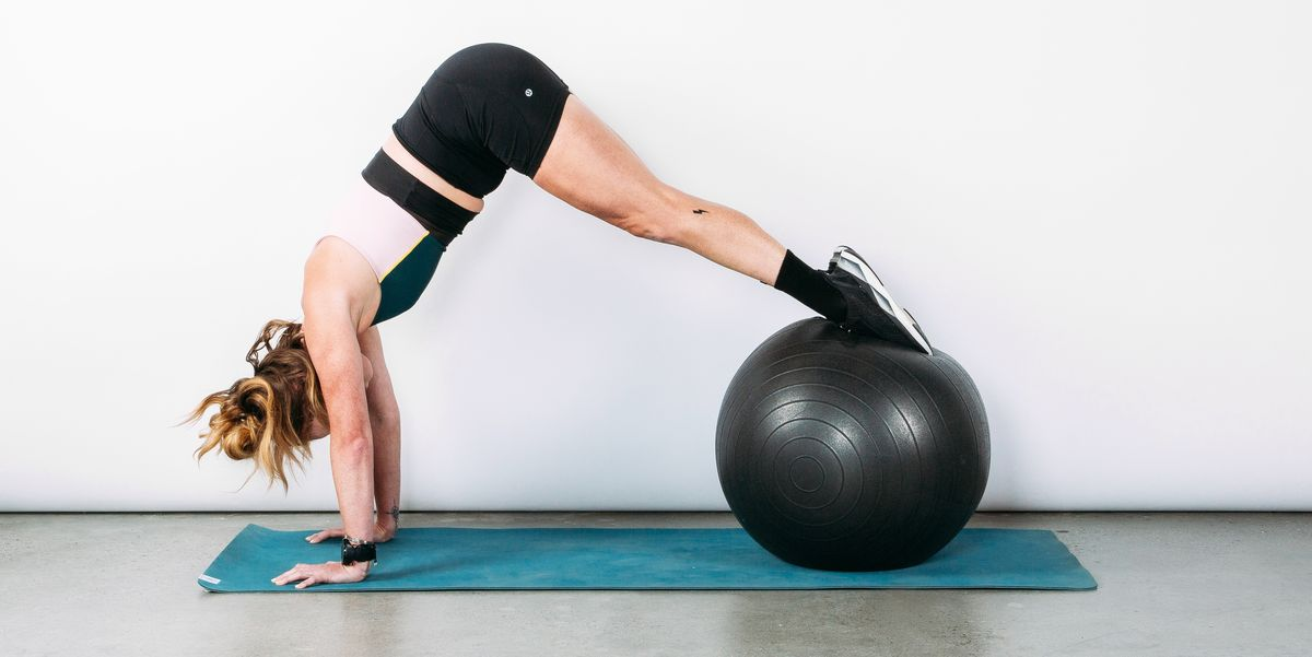 You Can Do This 20-Minute Abs Workout At Home With Just an Exercise Ball