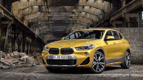Land vehicle, Vehicle, Car, Motor vehicle, Bmw, Automotive design, Regularity rally, Yellow, Natural environment, Automotive tire,