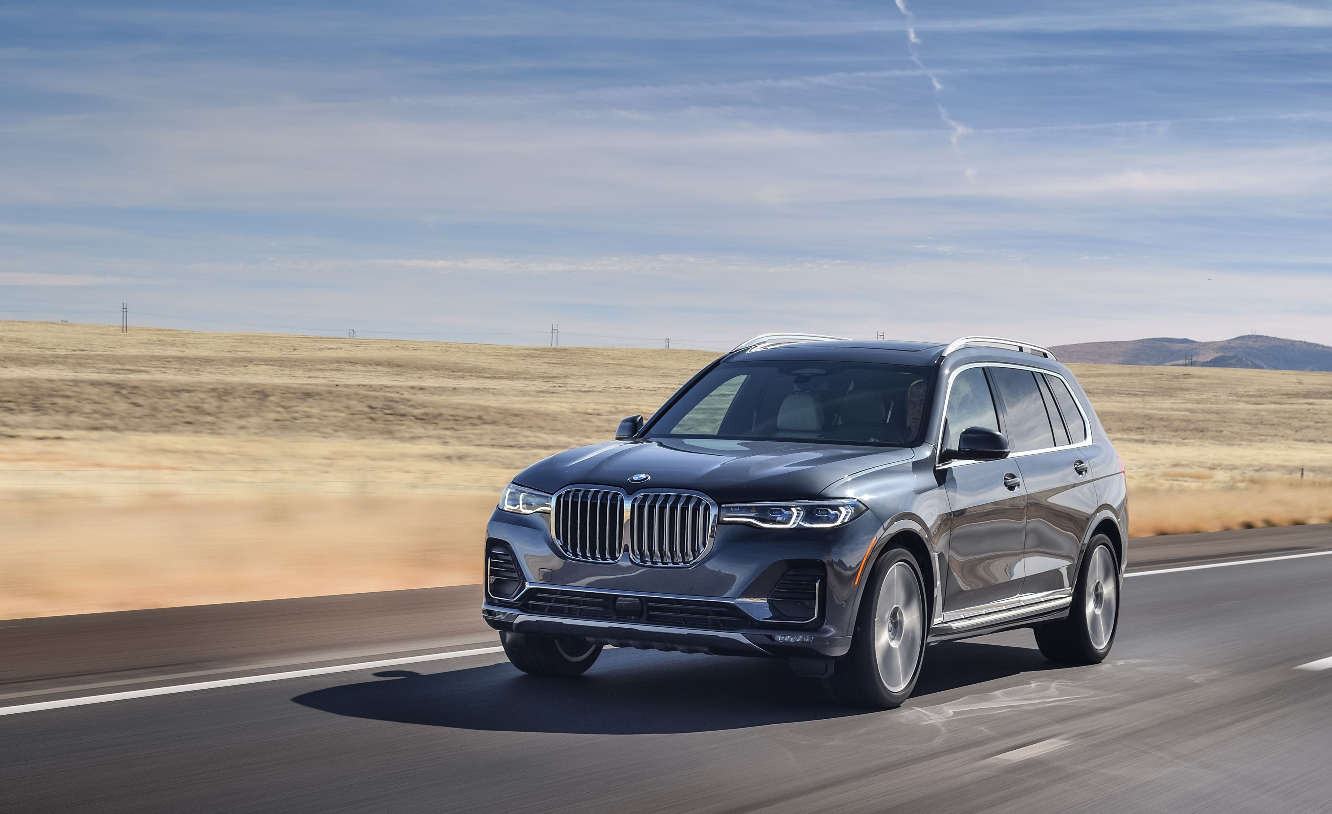 2019 BMW X7 - BMW's Largest SUV Is Extremely Quiet Inside