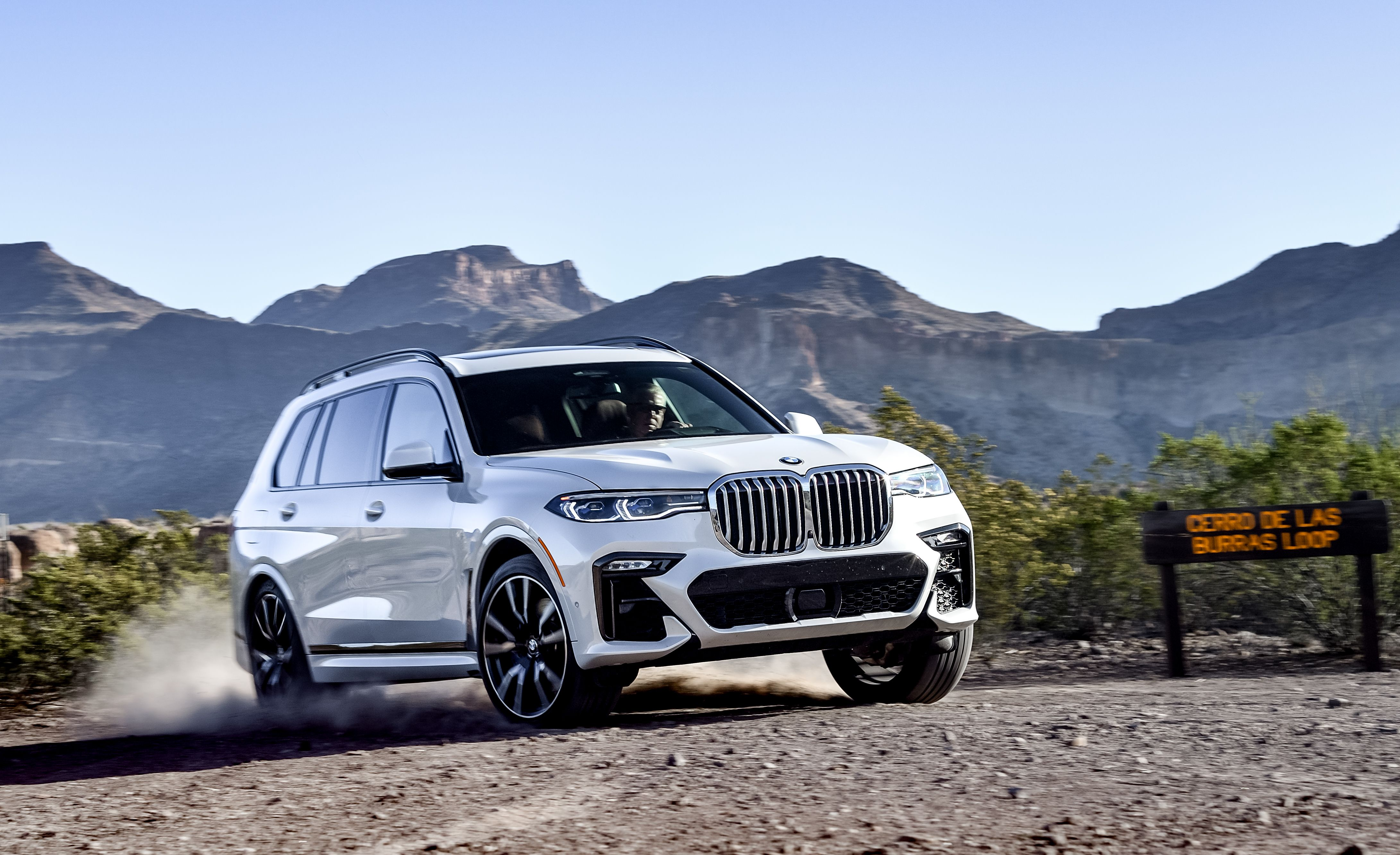 2019 Bmw X7 Is A 3 Row Luxury Suv That S Impossible To Overlook