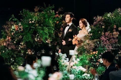 Photograph, Green, Marriage, Wedding dress, Dress, Floristry, Flower Arranging, Flower, Floral design, Ceremony,