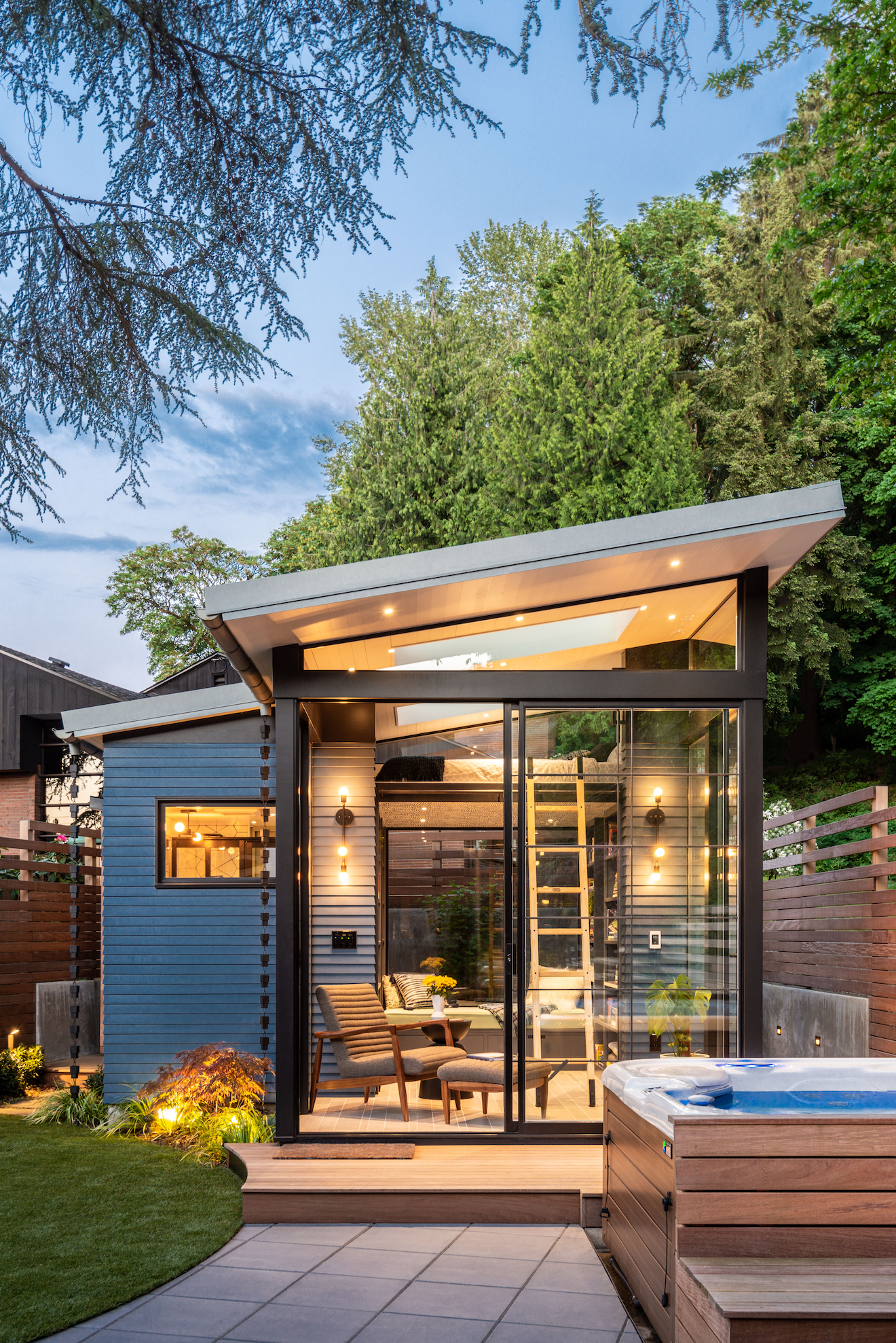 These homeowners turned a tiny guest house into a dreamy outdoor library