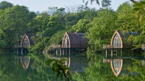 Casas flotantes en el río Fuchun.